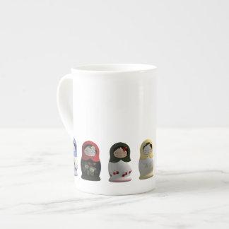 Tasse russe de porcelaine tendre de poupées de