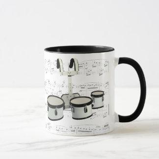 Tasse - tambours de marche avec la musique de