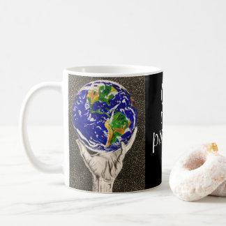 Tasse tenue de la terre