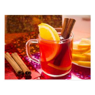 Tasse transparente de thé avec l'agrume, cannelle carte postale