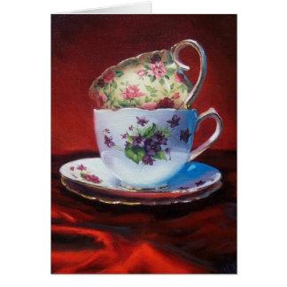 Tasses de thé et satin rouge carte de vœux