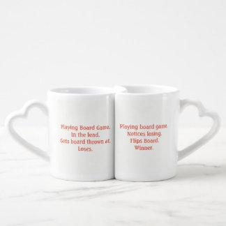 Tasses endolories drôles d'amants de perdant