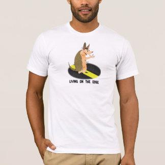 Tatou vivant sur le T-shirt de bord
