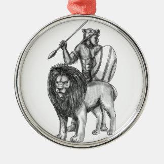 Tatouage africain de lion de lance de guerrier ornement rond argenté