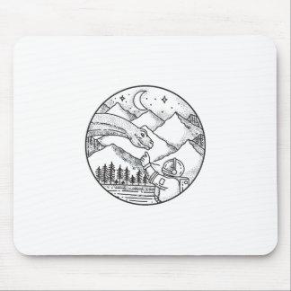 Tatouage de cercle de montagne d'astronaute de tapis de souris