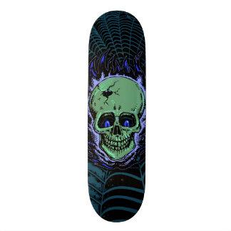 Tatouage flamboyant de crâne plateau de skateboard