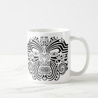 Tatouage maori - noir et blanc mug