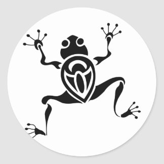 Tatouage tribal de grenouille sticker rond