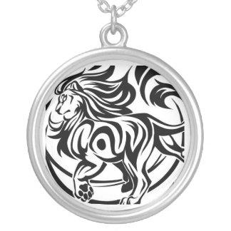 Tatouage tribal de lion collier
