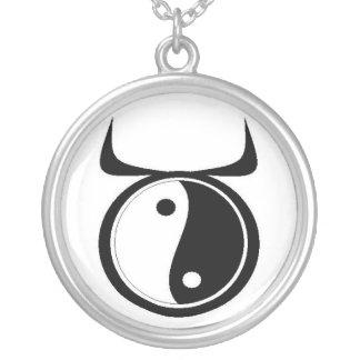 Taureau de Yin-Yang Pendentif Rond