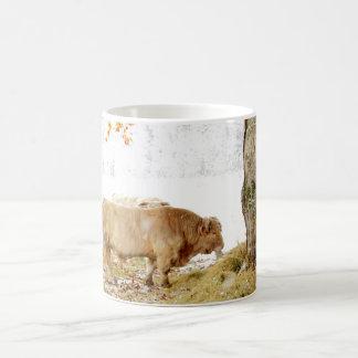 Taureau du charolais dans la neige mug