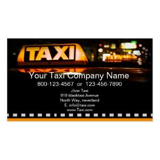 Taxi jaune dans la ville noire carte de visite