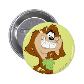 TAZ™ tenant une feuille Badge Rond 5 Cm