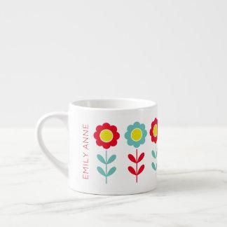 Teal rouge et la tasse jaune d'enfants de fleur