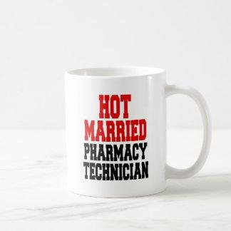 Technicien marié chaud de pharmacie mug
