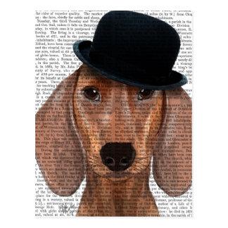 Teckel avec le chapeau de lanceur noir carte postale