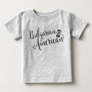 Tee - shirt bulgare de coeurs d'Entwinted T-shirt Pour Bébé