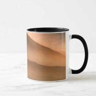 Tempête de sable aux dunes de sable de mesquite, mug