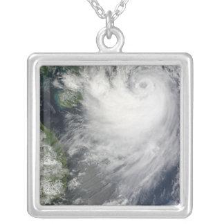 Tempête tropicale Koppu s'approchant du Pendentif Carré