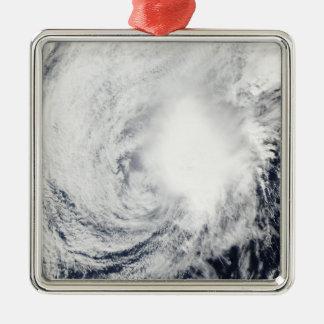 Tempête tropicale Nida au sud-est de Kadena Ornement Carré Argenté