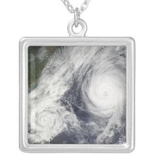 Tempête tropicale Parme et ouragan superbe Melor Pendentif Carré