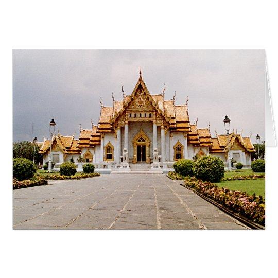 Temple de marbre d'or au-dessus de carte de lion