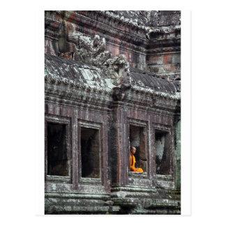 Temple méditant d'Angkor Vat de moine bouddhiste Carte Postale