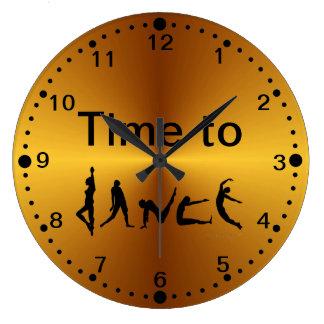 Temps de regard d'or de danser l'horloge murale de