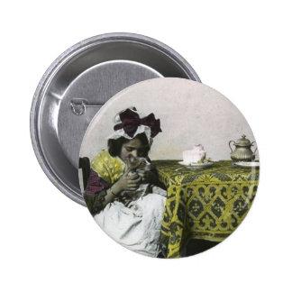 Temps victorien de thé de fille avec le cru de pin's