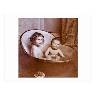 Temps vintage de Bath de bébé Carte Postale