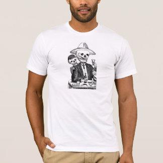 Tequila et tabagisme potables squelettiques t-shirt