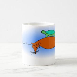Terrapin flottant sur une tasse de renard