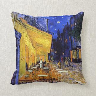 Terrasse de café par Vincent van Gogh Coussin