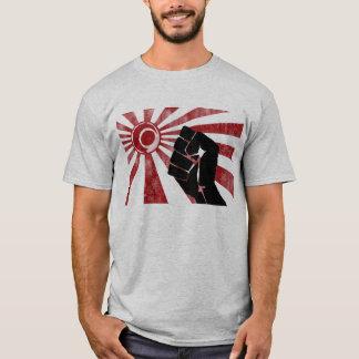 Terre du poing en hausse t-shirt