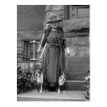 Terriers de Boston et mode des années 1920 Carte Postale