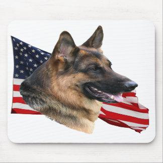 Tête de chien de berger allemand avec le drapeau M Tapis De Souris