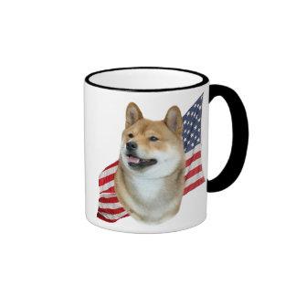 Tête de Shiba Inu avec le drapeau américain Mug Ringer