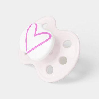 Tétine de bébé avec le coeur