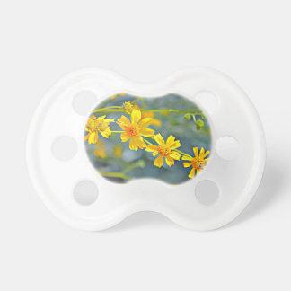 Tétine de bébé de fleur sauvage