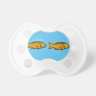 Tétine poissons nageant