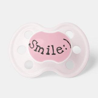 Tétine rose avec le sourire