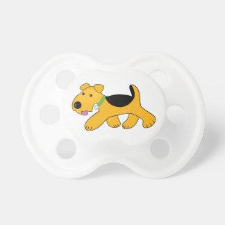 Tétine trotteuse de chiot d'Airedale Terrier