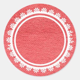 Texture rouge de tissu avec la dentelle blanche sticker rond