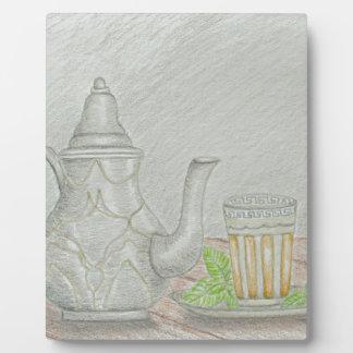 thé avec la menthe photo sur plaque