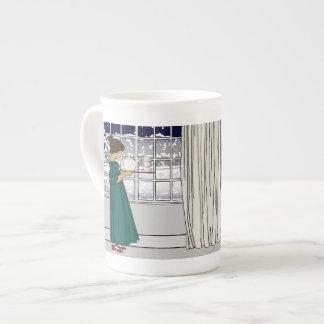 Thé dans une tasse de porcelaine tendre de tempête