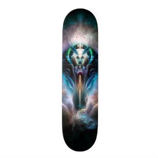 Thera la planche à roulettes éthérée de la Reine Skateboards Customisés