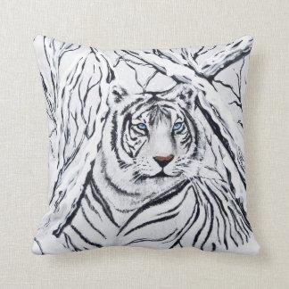 Tigre blanc se mélangeant dedans coussin