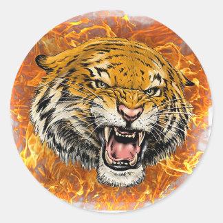 tigre en flamme sticker rond