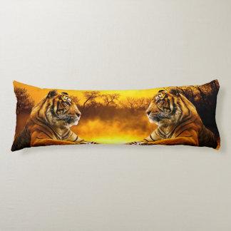 Tigre et coucher du soleil coussins longs