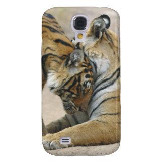 Tigre et jeunes de Bengale royaux ceux - touchant Coque Galaxy S4